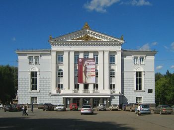 800px-Perm_Opera_and_Ballet_Theatre,_2007.jpg