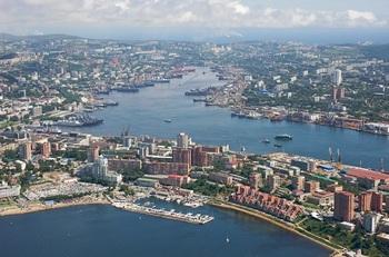 Center_of_Vladivostok_and_Zolotoy_Rog.jpg